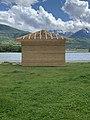 Cabane en bois en construction près du plan d'eau d'Embrun (mai 2021).jpg