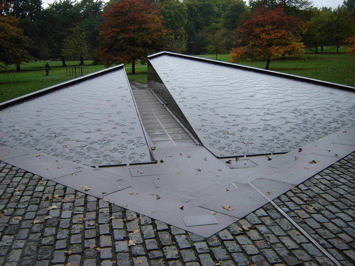 Canada Memorial - Wikipedia