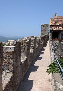 Capalbio - Camminamento sulle mura 01