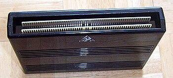 SNK sort Neo-Geo en 1990 350px-Cartouche_Neo-Geo