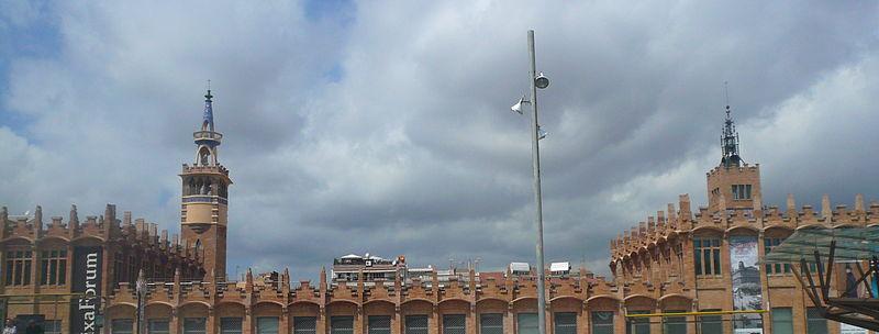 File:Casarramona - des de l'altra banda del passeig.jpg
