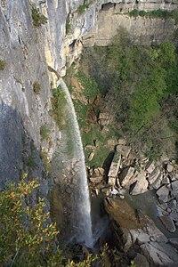 Cascade de Cerveyrieu et le Séran.jpg