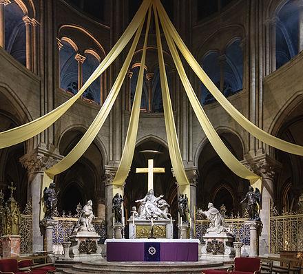 440px-Cathedrale_Notre-Dame_de_Paris_maitre-autel.jpg
