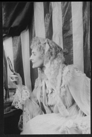 Gigi (play) - Cathleen Nesbitt as Aunt Alicia in Gigi