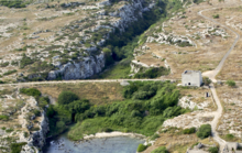 La cava iblea di Santa Panagia a contatto con il mare