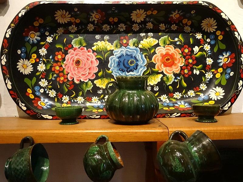 File:Ceramic Display - Museo de Artes Populares - Patzcuaro - Michoacan - Mexico (20366542589).jpg