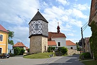Chodouny-Lounky, zvonice a kostel sv. Mikuláše.JPG