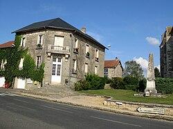 Chouy mairie et monument-aux-morts 1.jpg