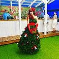 Christmas tree roving entertainment (38774118641).jpg