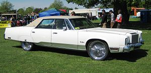 Downsize (automobile) - Image: Chrysler New Yorker 1976 at Woburn