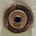 Cividale, necropoli cella, fibula a disco e in oro e pietra dura, 600-650 ca.jpg