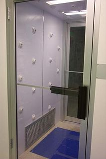 Air shower (room)