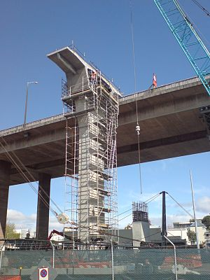 Newmarket Viaduct - One of the first new columns mostly finished in mid-2009.