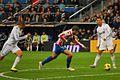 Cristiano pasa a Benzema (5155867317).jpg