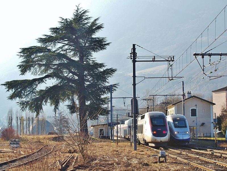 Sight of two French TGVs on winter service in the Alps, n°5174 to Lille in Nord and n°987 from Brest in Brittany, here passing each other at Frontenex station on this single-track line to Bourg-Saint-Maurice in Savoie.