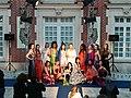 Défilé de mode devant le musée de la dentelle - Chantilly 2017.jpg