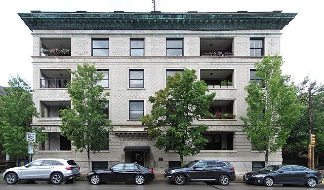 D'Arlington Apartments
