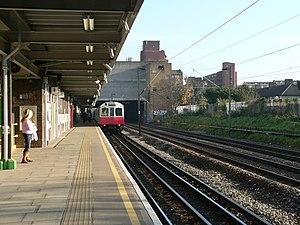 Dagenham Heathway tube station - Westbound platform
