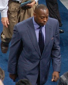 Dallas Mavericks asst coach Tony Brown.jpg