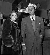 Flynn e la prima moglie Lili Damita all'aeroporto di Los Angeles nel 1941