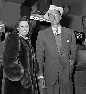 Lili Damita - Lili Damita and husband Errol Flynn at Los Angeles airport, 1941