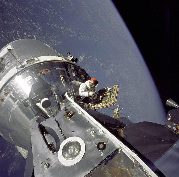 File:David Scott podczas lotu Apollo 9 GPN-2000-001100.jpg