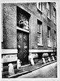 De poort van het weeshuis in de Handboogstraat, rechter zijgevel - Amsterdam - 20014524 - RCE.jpg
