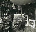De schilder Hendrik Maarten Krabbé in zijn atelier, gefotografeerd door Sigmund Löw in 1903.jpg