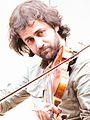 Diego Galaz tocano el violín.jpg