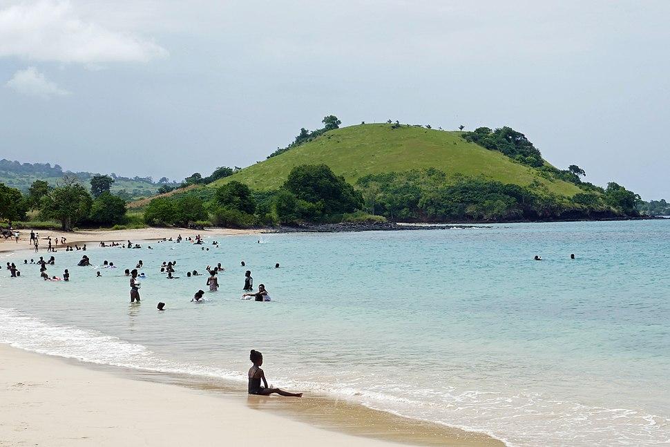 Dimanche en famille sur la plage des Tamarins (São Tomé) (4)