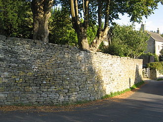 Chalford - Dry stone wall in Chalford Hill