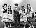 Dziewczęta z Pomocniczej Wojskowej Służby Kobiet na Zachodzie (21-250-3).jpg