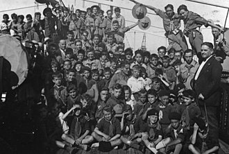 Elías Ahúja y Andría - Exploradores de España. Elias Ahuja on the left in the third row and Luis del Rosal Caro on the right