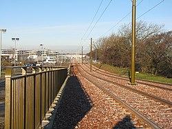 Edinburgh tramway approaching the airport terminal (geograph 3243419).jpg