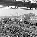 Eerste metro treinstel gearriveerd op Vierhavenstraat, Bestanddeelnr 919-2618.jpg