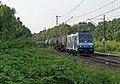 Elten 186 110 van de RurTalBahn met ketelwagens (14496489207).jpg