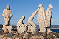 Escultura dedicada ós voluntarios do Prestige. San Vicente do Mar O Grove Galiza 002.jpg