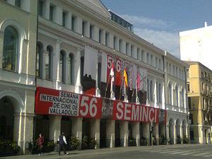 Teatro Calderón, Valladolid - Image: Exterior del Teatro Calderón de Valladolid durante la 56.ª Seminci (2011)