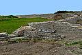 F07 Alesia Ausgrabungen Umfassungswand des Theaters mit Strebewänden.0001.JPG