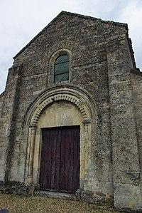 Façade de l'église Saint Pierre aux Liens.jpg