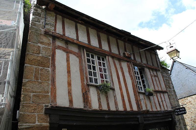 File:Facade du 11 rue du Petit Fort.JPG Исторические памятники Динана, достопримечательности Динана, фотографии Динана