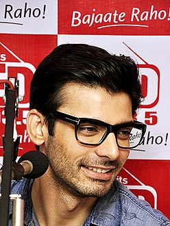 Fawad Khan promotes 'Khoobsurat' on Red FM 93.5.jpg