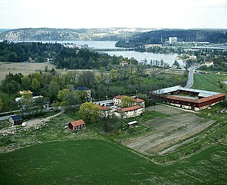Fittja gård - Fittja gård in 1967; the square structure on the right is the barn, Fittja loge.