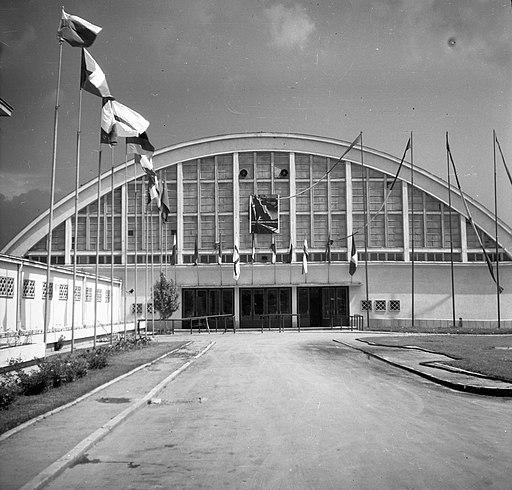 Floreasca sportcsarnok a Strada Aviator Popa Marin felől nézve. Az I. női torna Európa-bajnokság helyszíne, 1957. május 27-28. Fortepan 75066