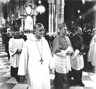 Brother Roger - Image: Frère Roger (center) and Franz Kardinal König (right) leaving Vienna's St. Stephen's Cathedral after oecumenical church service