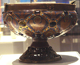 Pseudo-Kufic - French Limoges enamel ciborium with rim engraved with Arabic script and Islamic-inspired diamond-shaped patterns, Limoges, France, 1215–30. British Museum.