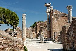 Frigidarium Terme del Foro Ostia Antica 2006-09-08.jpg