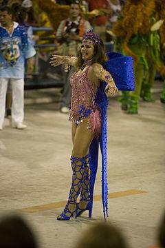 611cf7de4 A modelo Luma de Oliveira como rainha de bateria da Portela no desfile de  2009.