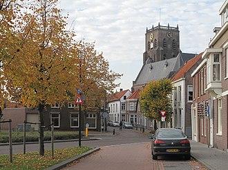 Geertruidenberg - Image: Geertruidenberg, toren van de Geertruidskerk in straatzicht foto 6 2012 10 22 16.15