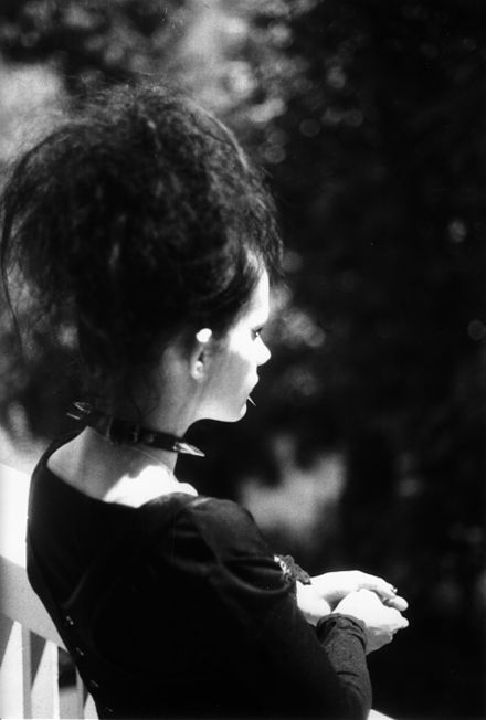 Photography with aesthetics close to the Goth aesthetic (black and white), showing a woman dressed in that style Gothic girl.jpg